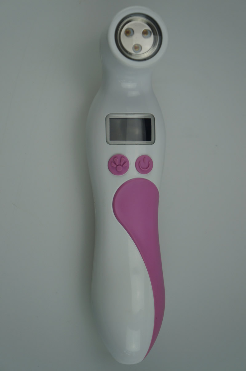 how to self check for breast lumps? using breast screeing device personal breast health scanner helps detect potential masses during in home breast self exams