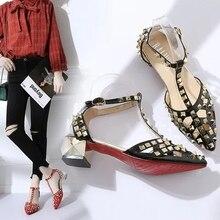 bfe12e9e44 2018 designer de Marca sandálias gladiador rebite fundo Vermelho mulheres  verão saltos baixos Quadrados sapatos tipo