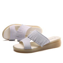 ФОТО a female fashion leather slippers summer wear slope with mother slip female su beach shoes sandals