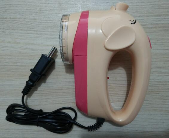 Lovely Small Pig Shape plugging Type trimmer Lint remover 220V