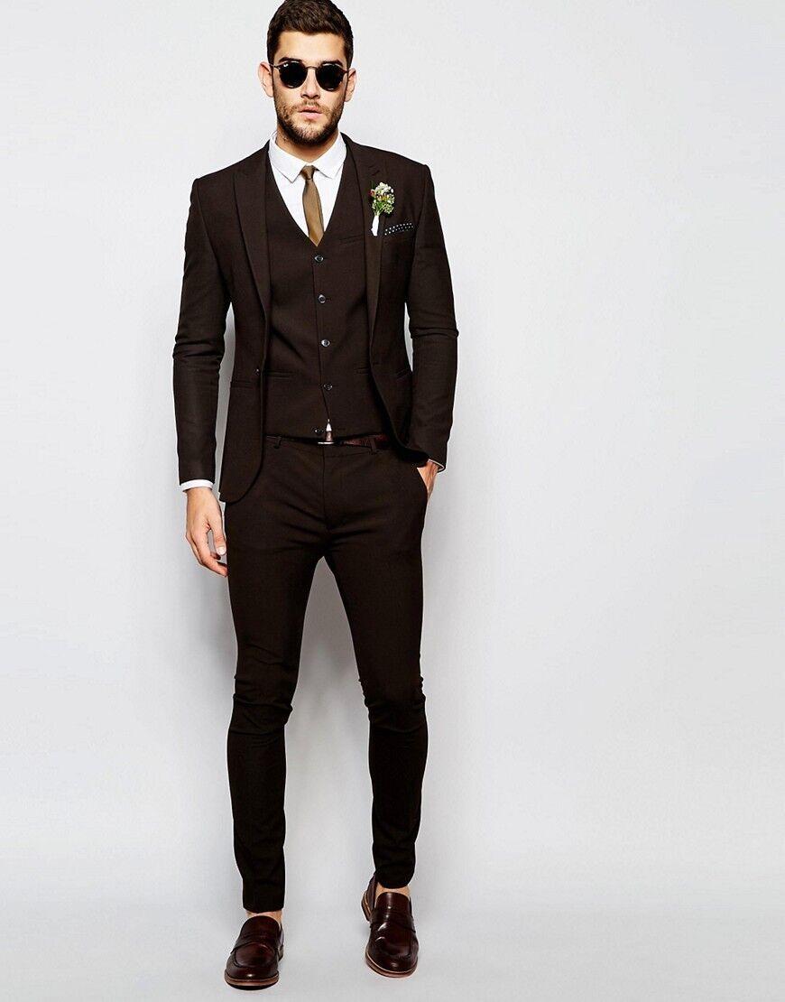 Esmoquin de novio marrón de moda para padrinos de boda