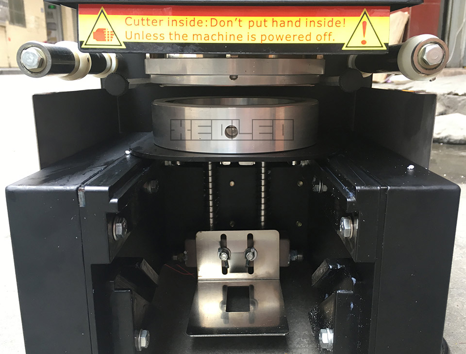 Automatic cup sealer(16)