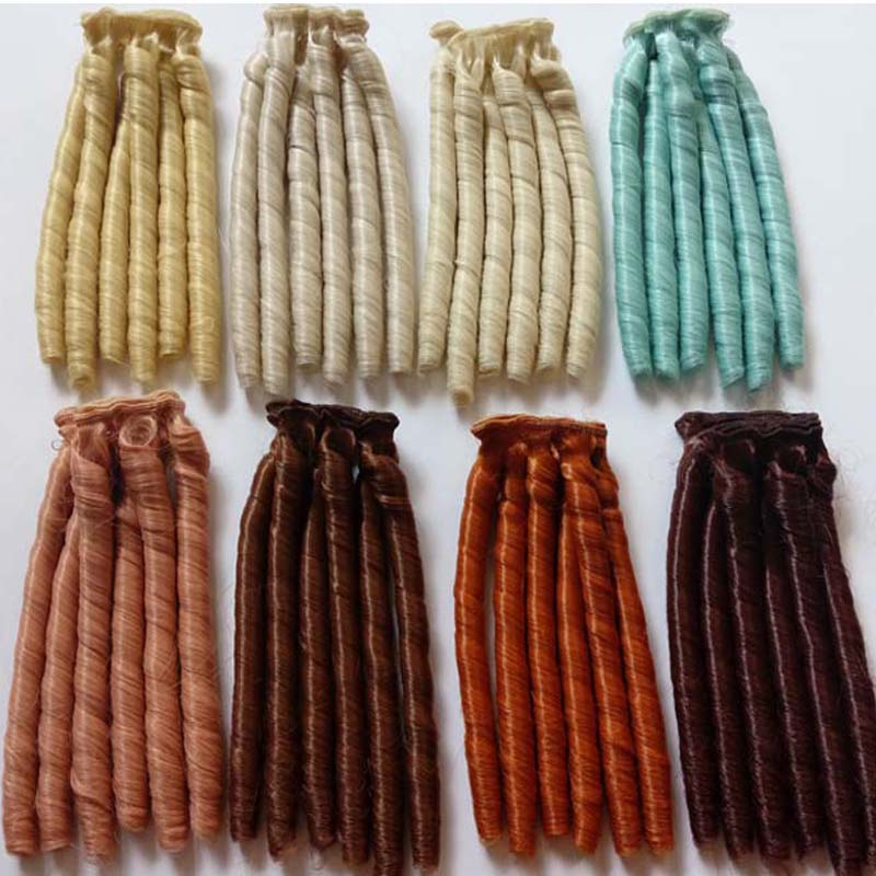 10PCS / LOT New Arrival Dock Tillbehör Högtemperatur Wire Curly BJD Wigs Doll Hair DIY 15CM