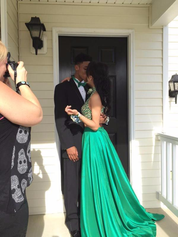 Vestido De Festa Sparkly Sexy Chiffon Beads Two Piece Emerald Green Long  High Neck Backless 2 Piece Prom Dresses 2015-in Prom Dresses from Weddings    Events ... f035c09dbe53