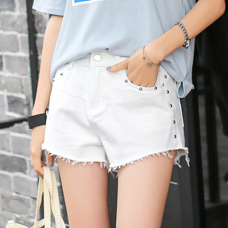 Fashion cotton Hot Denim Shorts women Sexy hole White Frayed Edges Embroidered Flares short jeans 2017 casual pockets shorts sexy frayed lace splicing denim shorts for women
