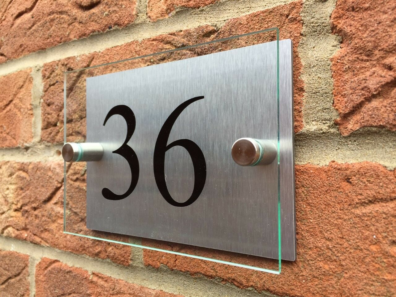 MODERN HOUSE SIGN PLAQUE DOOR NUMBER HOUSE NAME GLASS AND ALUMINIUM EFFECT