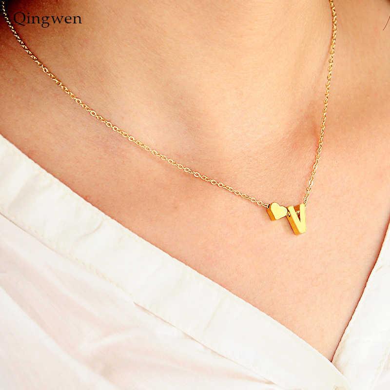 Qingwen ファッションネックレスゴールドシルバーハートの手紙のネックレスイニシャル名ネックレスペンダント女性の女の子誕生日ギフト CE0542
