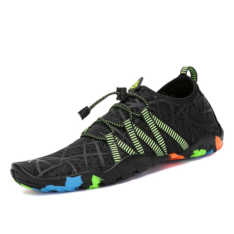 Aqua zapatos de verano Zapatos de los hombres transpirables zapatillas de mujer adultos zapatillas de playa aguas arriba zapatos buceo calcetines de Tenis Masculino