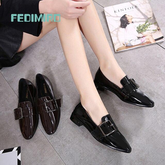 Бренд FEDIMIRO Весна Оксфорд Обувь Женщины Лакированной Кожи Острым Носом Скольжения на плоские Мокасины Случайный Металл пряжки Дамы Квартиры