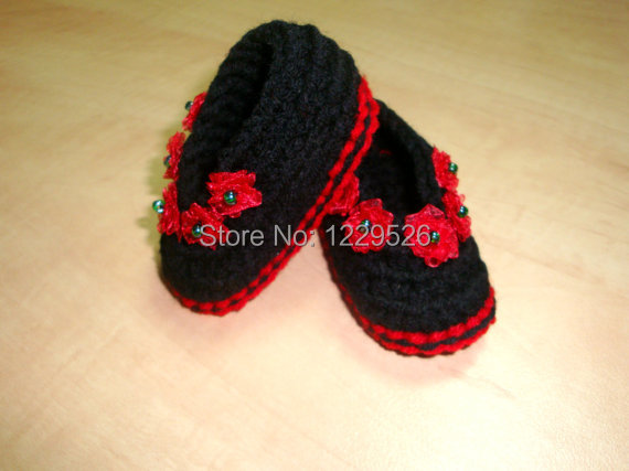 656c7b5a17c6e Black and Red Baby Shoes for Christmas - girls shoes - crochet shoes -  crochet booties - winter