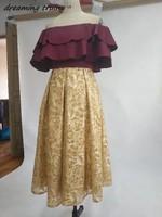 Темно красный атлас и золотыми блестками Выпускные платья с открытыми плечами молния Назад Дубай Стиль Чай длина Для женщин вечерние плать