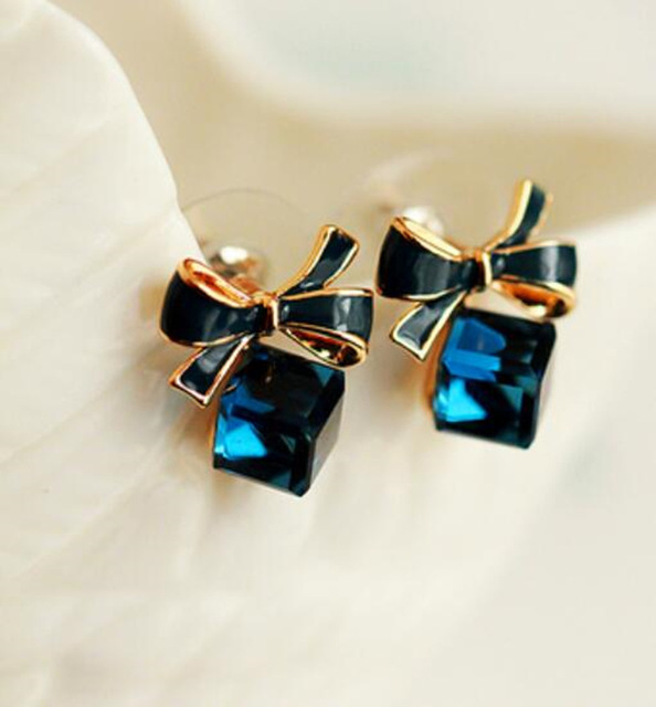 Gold Color Bowknot Cube Crystal Earring Square 1