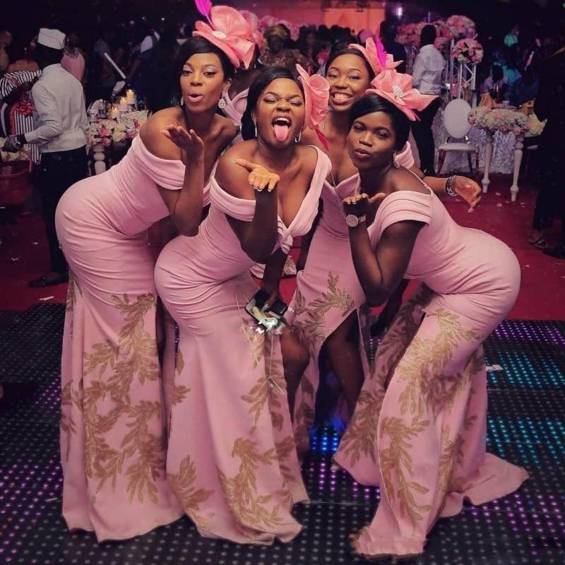 Nouvelles robes de demoiselle d'honneur rose africain grande taille hors épaule or Appliques robes de demoiselle d'honneur pour mariage