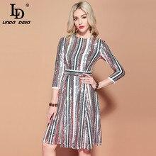 элегантное в разноцветную платье