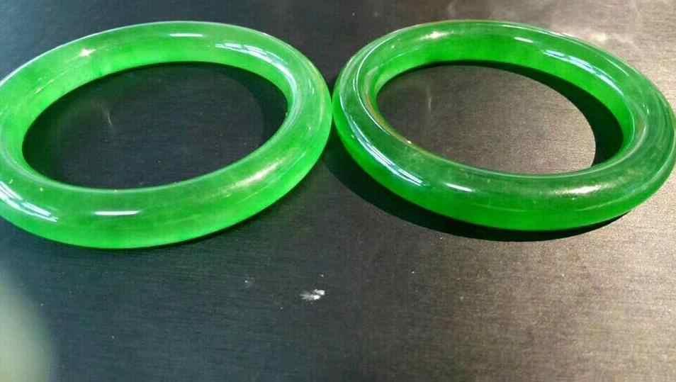 58มิลลิเมตรได้รับการรับรอง(เกรดA) 100%ธรรมชาติสีเขียวหยกJadeiteสร้อยข้อมือกำไลข้อมือ