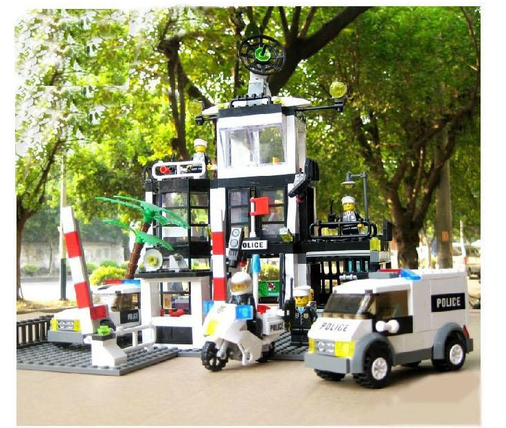 KAZI Police Stations Police Motorcycle Command Center Building Blocks Military Series Toys Bricks Compatible With Lepin kazi police command center motorcycle building blocks bricks assemblage education toys model brinquedos gift for children 6728