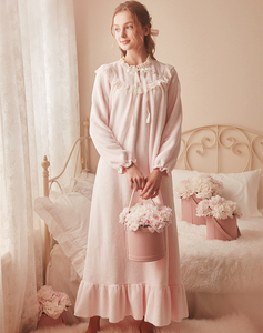 Image 4 - Pink Warm Nightgown Winter Sleepwear Velvet Nightgown Women Elegant Nightdress  Long Homewear Dress Velvet