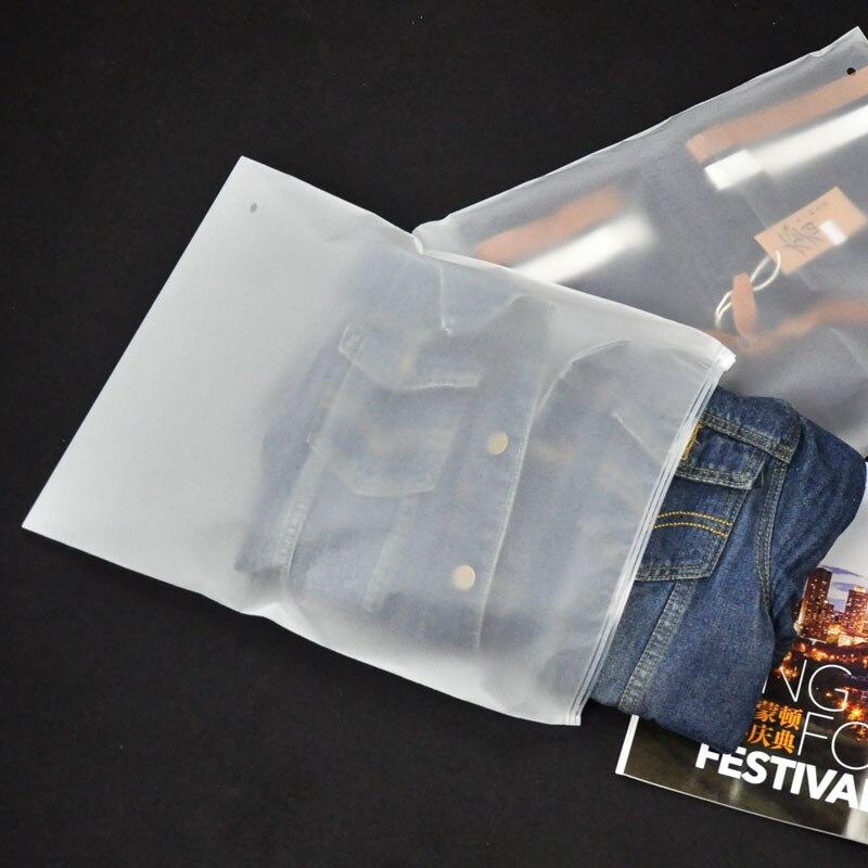 Sacs en plastique givrés par dessus de tirette de serrure de fermeture éclair pour l'habillement, T-Shirt, emballage au détail de jupe impression de logo adaptée aux besoins du client