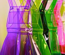 Бесплатная доставка Специальные пикантные QUEEN обычай неоновые, флуоресцентные ПВХ Совет товары положить на большой прозрачный пластик ремень платье костюмы
