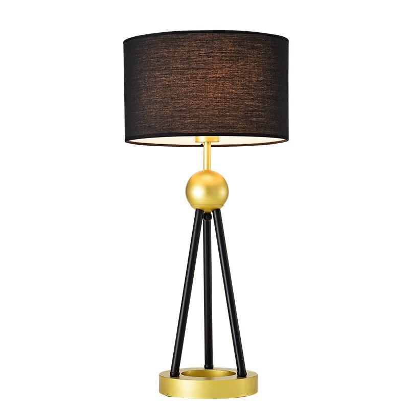 Lampe de bureau triangle en métal créatif avec perle orientale