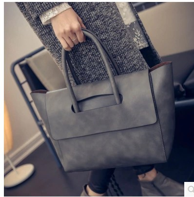 Tide female bag bag the new spring and summer 2017 in Europe and the joker OL commuter contracted bag fashion one shoulder bag the new spring and summer 2016 spin lock tide restoring ancient ways contracted one shoulder hand his small bag free postage