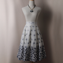 купить Women Casual Floral Printed Pleated Skirt Autumn Streetwear Ladies Skater Skirts Saia Femininas Midi Skirt по цене 976.32 рублей