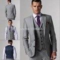 Custom Made Slim Fit Dos Botones Gris Novio Esmoquin Muesca Solapa Mejor Hombre Padrinos de Boda de Los Hombres Trajes Chaqueta + Pantalones + Tie + Vest