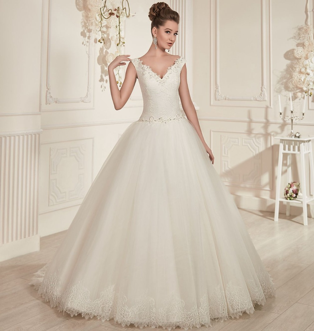 Princess style ivory tulle ball gown wedding dresses 2016 for Wedding dress sleeve styles