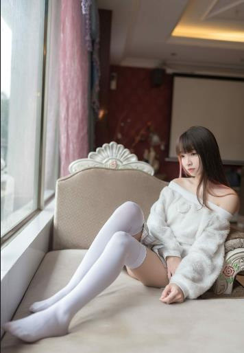 白丝jk制服的可爱自拍诱惑图片