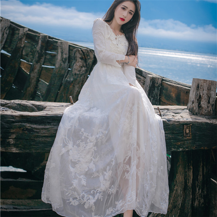 2018 new summer embroidery white dress hollow V collar temperament vacation sweet dress vacation