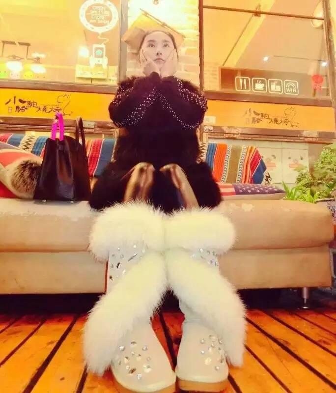ขนสุนัขจิ้งจอกจริงรองเท้าสตรีหนัง Cowhide ฤดูหนาวรองเท้าบู๊ต Handmade Rhinestone ฤดูหนาวรองเท้าผู้หญิงหิมะรองเท้าบูท-ใน รองเท้าบู๊ทครึ่งน่อง จาก รองเท้า บน   3