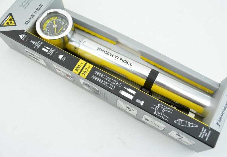 La pompe à double fonction Topeak Shock N Roll remplit toutes les fourches à suspension pneumatique, l'unité de choc pneumatique et les pneus. Haute/basse pression à deux étages