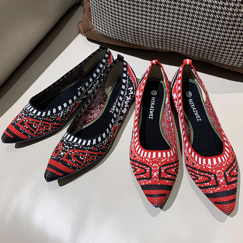 2019 new spring shallow mouth low help Lok Fu shoes flat bottom flying woven casual shoes pointed wild women's shoes.