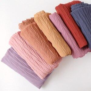 Image 1 - 教徒ヘッドスカーフしわソリッドカラー品質スカーフの女性の綿のしわラップバブルショール