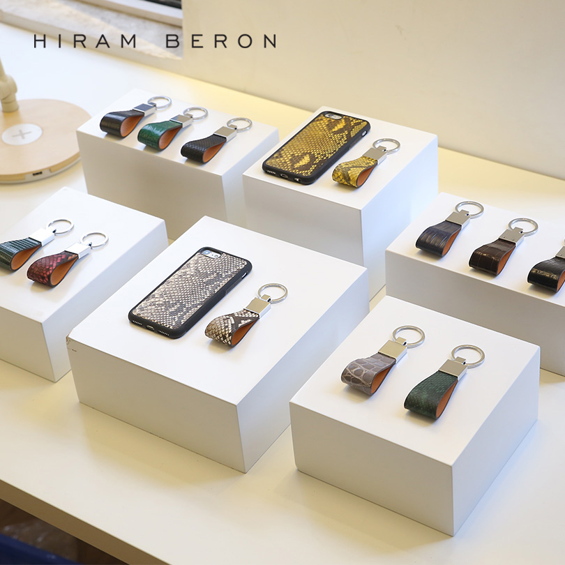Hiram Beron Key Holder Python Skin   Vegetable Tanned Leather Wallet Chain  Bag Tool Women Leather Phone Chain Men Car Keychain-in Key Wallets from  Luggage ... 397988f7e9