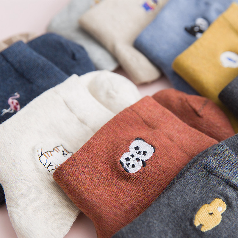 Harajuku Style Woman Fashion Embroidery Comfortable Cotton Socks Funny Panda Puppy Cat Flamingo Cartoon Socks Happy Girl Socks