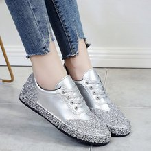 купить Vulcanized shoes ladies sports shoes sports shoes sequins shiny silver sneakers shiny ladies casual shoes Bling Zapatillas Mujer по цене 1094.88 рублей