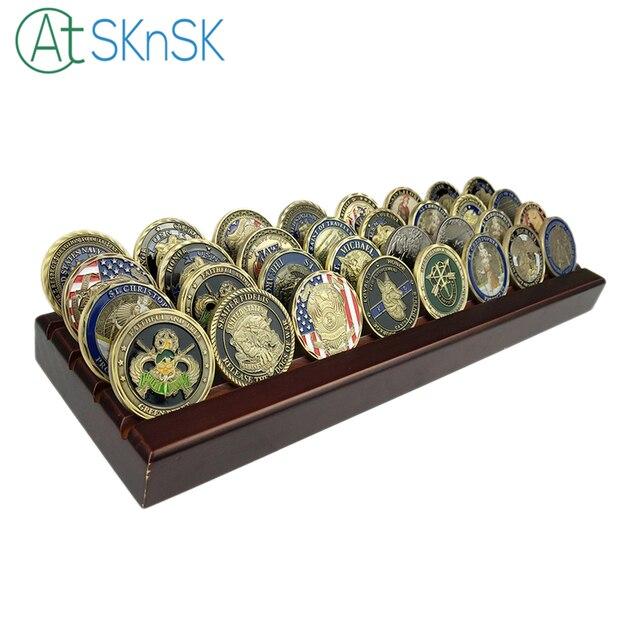 完璧なコレクションギフト 4 列チャレンジコインディスプレイスタンドラック、木製クルミ仕上げ、なしを含むコイン