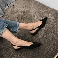 BYQDY/2019 г. модные черные женские туфли-лодочки на низком каблуке модельные туфли из флока с пряжкой женская повседневная обувь босоножки слин...