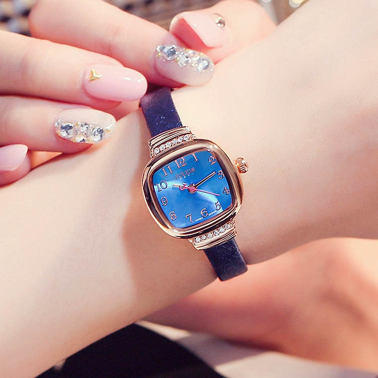 Small zircon inlaid lady dermal tide gauge simple waterproof square dial thin leather watchband woman watch