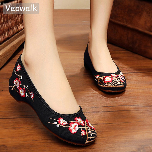 3f0eb1262089 Veowalk Chinese Tradition Embroidered Women Handmade Canvas Ballet Flats  Retro Ladies Casual Slip on Embroidery Ballerina Shoes
