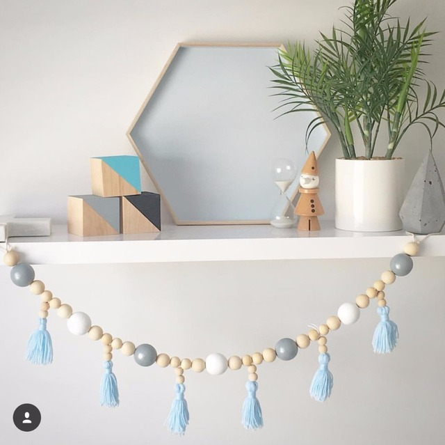 Guirlande perle bois et pompons 3