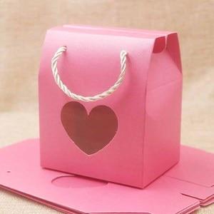 Image 2 - Feiluan 50 pcs in bianco della maniglia di carta contenitore di regalo con il cuore/retangular finestra in pvc contenitore di regali/della caramella di/wedding favore di cerimonia nuziale casella di visualizzazione borsa