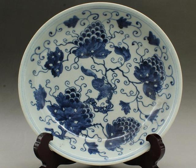 4 Antique QingDynasty porcelain plateBlue \u0026white grape squirrel platehandmade craftsbest & 4 Antique QingDynasty porcelain plateBlue \u0026white grape squirrel ...