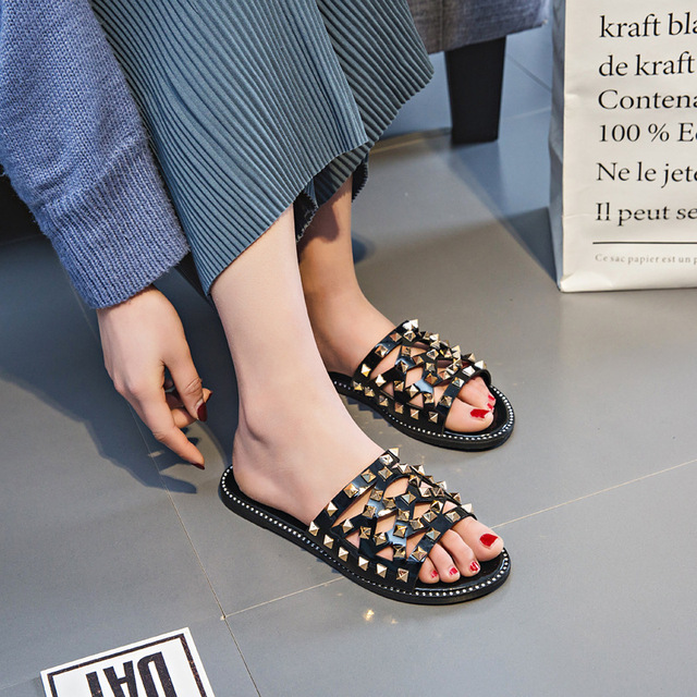 2017 new punk woman sandals Wild rivets flat slippers sandals 2 color for women lady Summer sun wind beach slippers .CBSL-558