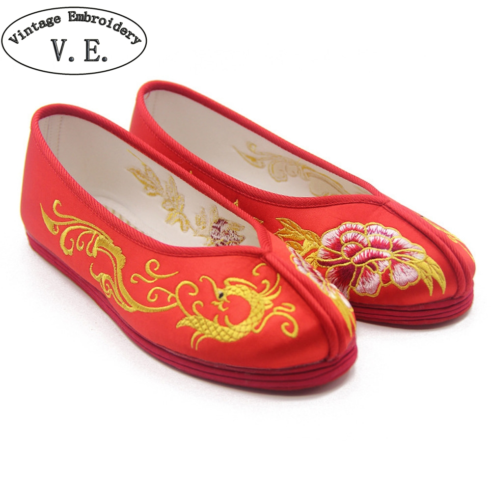 Women Flats Bride Shoes Chinese Wedding Shoes Red Satin Floral Embroidered  Breathable Single Ballet Shoes Woman Bridal Flat-in Women s Flats from Shoes  on ... e13639169f59