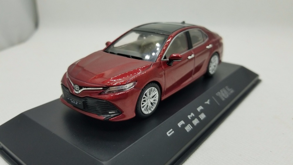 1:43 Diecast Model for Toyota Camry 2018 Red 8th Generation Sedan Alloy Toy Miniature Collection Gifts Hot Selling