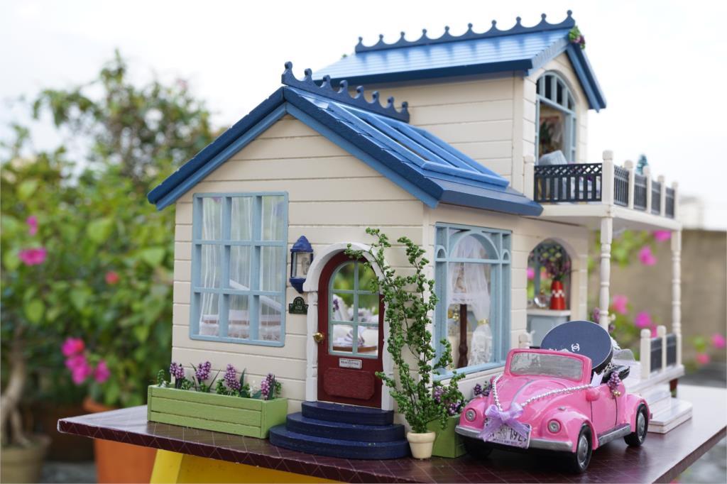 Doll Houses Diy Miniature Dollhouse Room Kit Clear Summer Villas Little Prince Rose Blue Sea Legend Wooden Christmas Gift Toys For Children