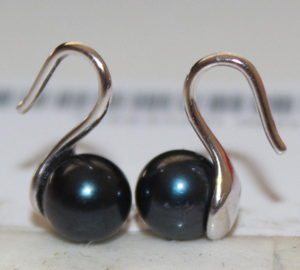 a pair of round 9-10mm natural tahitian black pearl earrings silver a pair of tahitian black pearl earrings silver