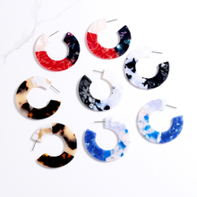 Trendy minimalist earrings New design Round acrylic earrings Double color splicing hoop earrings for women Christmas jewelry цена 2017